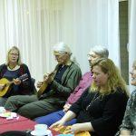 Jumpravā skanīgi norisinājusies ziemas laika tautas dziesmu sadziedāšana (FOTO)